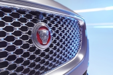 Jaguar XE 2016 - Photo 16