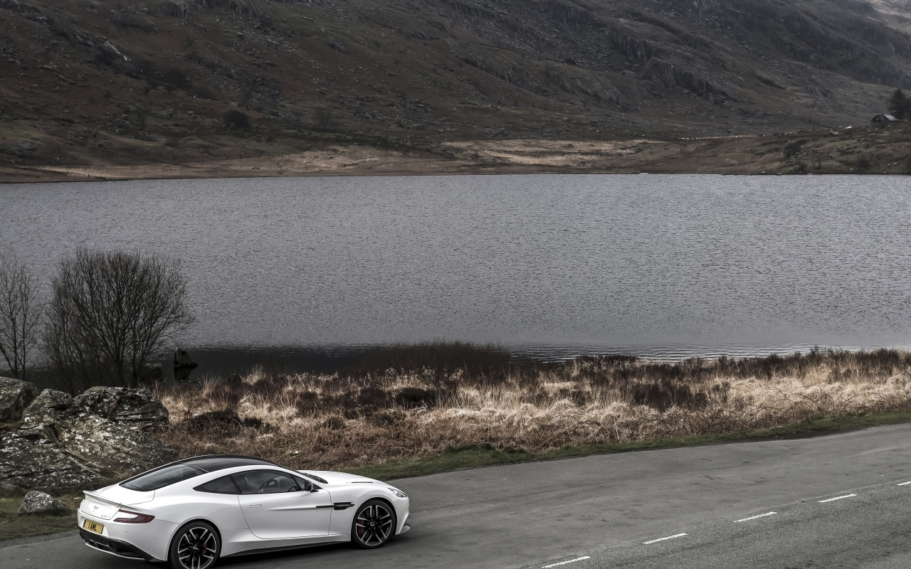 Aston Martin Vanquish Carbon White 2015 - Photo 05 - Taille: 1280x800