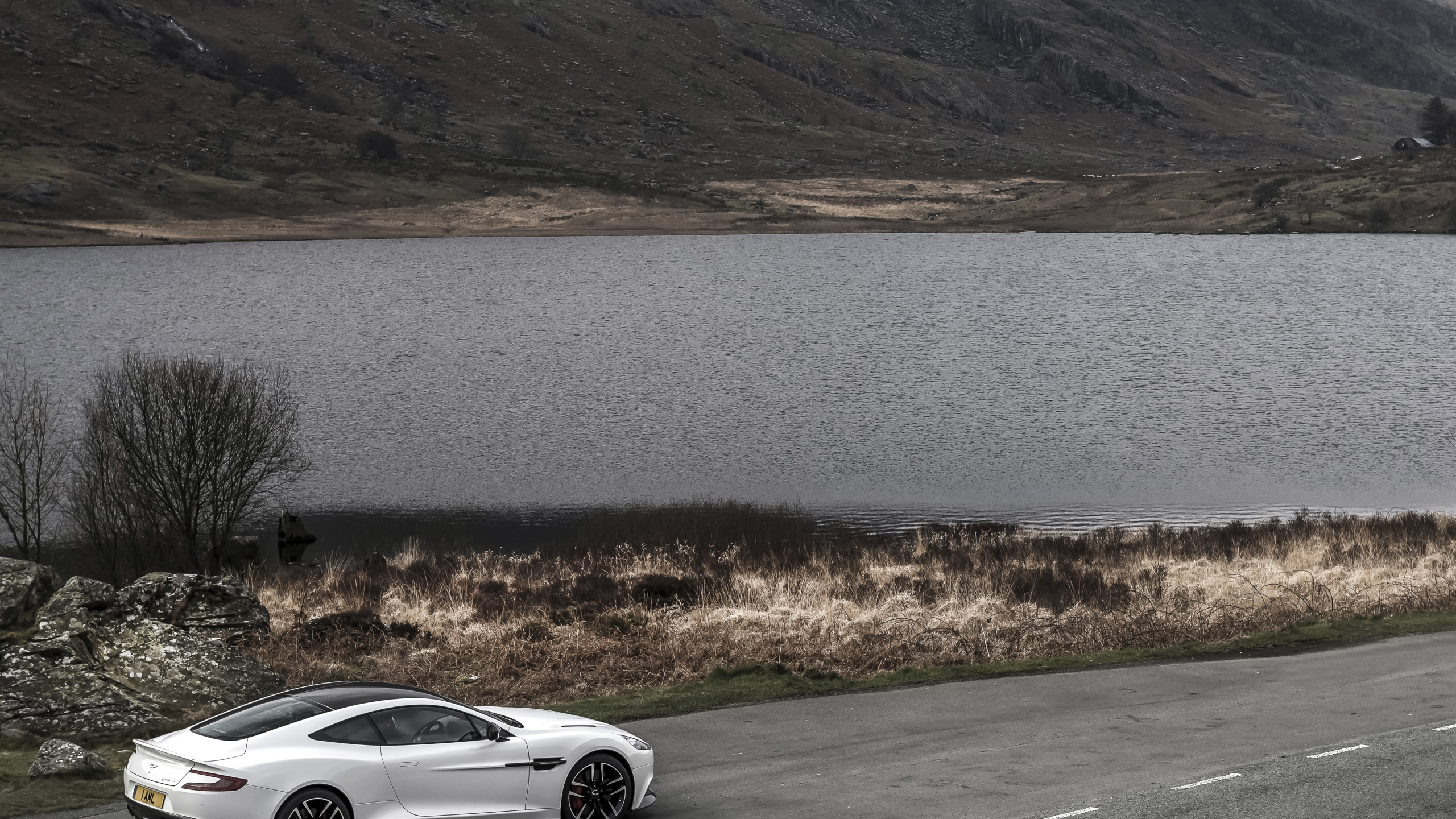 Aston Martin Vanquish Carbon White 2015 - Photo 05 - Taille: 2560x1440